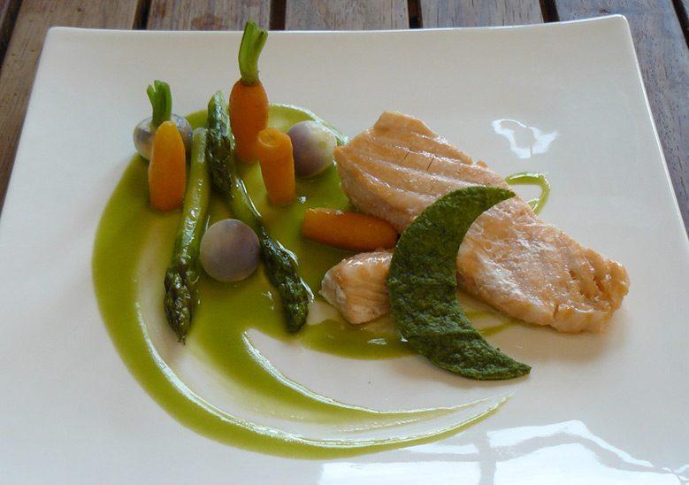 saumon-à-la-mélisse,-légumes-de-printemps